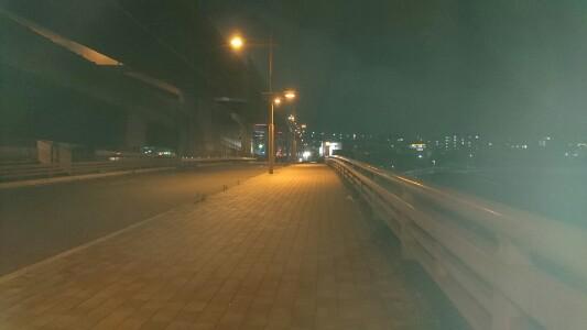 阪神高速8号京都線が鴨川を渡る地点で夜景を