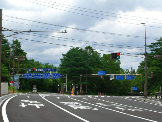 長野県北佐久郡軽井沢町「白糸の滝入り口」交差点