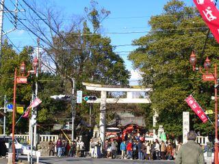 秩父神社に秩父鉄道の御花畑駅(<br /> 可愛らしい名付け)