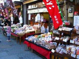 は〜い、寄ってらっしゃ〜い!川越市の菓子屋横丁へ